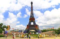 Eiffeltorn på fönstret av världen, shenzhen, porslin Fotografering för Bildbyråer