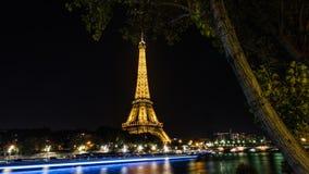 Eiffeltorn på natten i Paris Arkivfoton