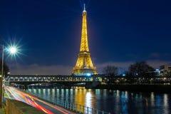 Eiffeltorn på natten, Paris, Frankrike Royaltyfri Foto