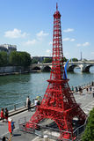 Eiffeltorn på Paris Plages Royaltyfri Fotografi