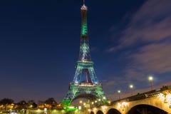 Eiffeltorn som täckas av en grön visuell skog, Paris, Frankrike Arkivbild