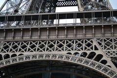 Eiffeltorn ståldetaljer av construtionen, Paris, Frankrike Royaltyfri Fotografi