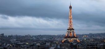 Eiffeltornljusshow, Paris Frankrike Royaltyfri Bild