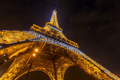 EiffeltornParis skymning Arkivbild