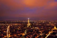 Eiffeltornsikt från ovannämnt efter solnedgång Royaltyfri Fotografi