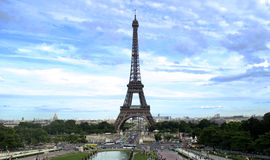 Eiffeltower, de toren van Le Eiffel met blauwe hemel. Stock Foto