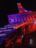 eiffeltower kleurendoelstellingen wonder van de nacht het blacksky schoonheid purpere mooie verbazen stock afbeeldingen