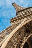 Eiffelturm, Ansicht von unterhalb stockbild