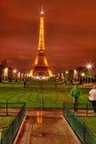 Eiffelturm bis zum Night Stockfoto