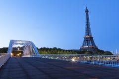 Eiffelturm an der blauen Stunde Stockbild