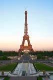 Eiffelturm an der Dämmerung, Paris, Frankreich Lizenzfreies Stockbild