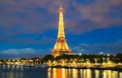 Eiffelturm in der Dämmerung, Paris, Frankreich Lizenzfreie Stockfotografie