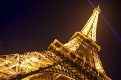 Eiffelturm in der festlichen Ablichtung zum Geburtstag stockbild