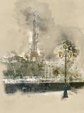 Eiffelturm in der Hintergrundbeleuchtung an einem Sommertag Stockfotos