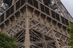 Eiffelturm einer der ikonenhaftsten Marksteine von Paris fand auf dem Champ de Mars in Paris, Frankreich lizenzfreies stockbild