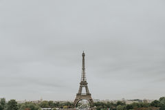Eiffelturm im Frühjahr Lizenzfreies Stockfoto