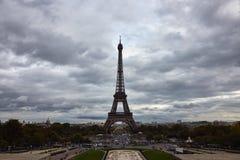 Eiffelturm im Oktober lizenzfreies stockfoto