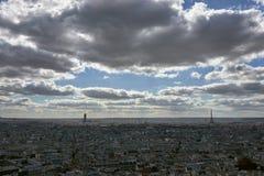 Eiffelturm im Oktober lizenzfreie stockfotos