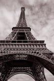 Eiffelturm im Schwarzweiss-Sepia-Ton Lizenzfreies Stockbild