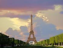 Eiffelturm nach Regen Stockbild