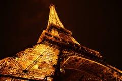 Eiffelturm nachts Stockfotos