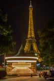 Eiffelturm nachts - Paris Frankreich Lizenzfreies Stockfoto