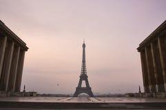 Eiffelturm ohne Leute während des frühen Morgens Lizenzfreies Stockbild