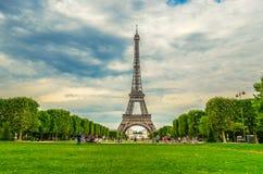 Eiffelturm in Paris lizenzfreie stockfotos