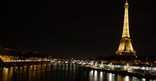 Eiffelturm Paris bis zum Nacht stockfotografie