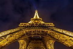 Eiffelturm-Paris-Dämmerung lizenzfreie stockfotos
