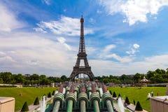 Eiffelturm in Paris Frankreich Stockfotos