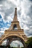 Eiffelturm in Paris, Frankreich Turm auf bewölktem Himmel Architekturstruktur und Konzept des Entwurfes Sommerferien in der franz Stockbild