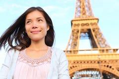 Eiffelturm-Paris-Touristenfrau Lizenzfreie Stockbilder