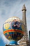 Eiffelturm Restaurant und Montgolfier steigen auf Las Vegas im Ballon auf Stockbild