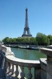 Eiffelturm, Sommerzeit lizenzfreies stockbild