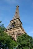 Eiffelturm, Sommerzeit lizenzfreie stockbilder