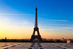 Eiffelturm am Sonnenaufgang Lizenzfreies Stockfoto