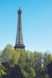 Eiffelturm - Stadtweg-Reisetrieb Paris Frankreich Stockbild
