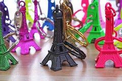 Eiffelturm-Statue Paris-Tourismusillustration Schöne metallische Plastikandenkenstatue Bunte Illustration von Lizenzfreie Stockfotografie