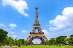 Eiffelturm und Feld von Mars, Paris, Frankreich stockbild