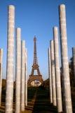 Eiffelturm-und Friedensmonumentsäulen Lizenzfreie Stockfotos