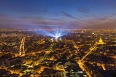 Eiffelturm- und Paris-Stadtbild von oben, Frankreich Stockbild