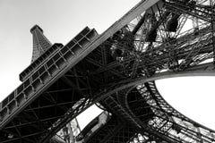 Eiffelturm unterhalb der Perspektive in Paris Frankreich Stockbilder