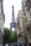 Eiffelturm vom Boden Stockfotos