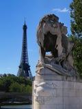 Eiffelturm von Pont Alexandre III, Paris Stockfoto