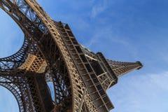 Eiffelturm von unterhalb lizenzfreies stockbild