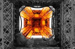Eiffelturm von unterhalb des Turms Lizenzfreie Stockfotografie