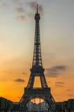 Eiffelturm während des Sonnenuntergangs, Paris, Frankreich Lizenzfreie Stockbilder
