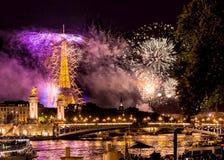 Eiffelturmfeuerwerke Stockfotografie