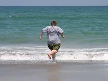 Eifrig zu schwimmen Stockfotografie